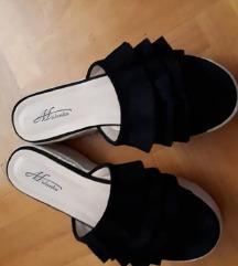 Crni visoki papuci
