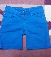 Плави фармерски шорцеви