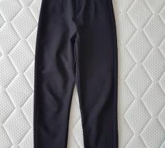 Crni pantaloni Bershka