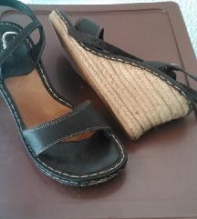 HUSH PUPPIES crni sandali na polna peta