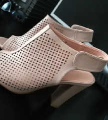 Нови штикли сандали