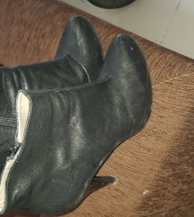 Кожни кратки чизмички