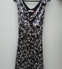 Сатенски фустан со ефектен принт