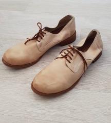 РЕЗЕРВИРАНИ* Кожни женски чевли број 40