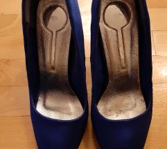 Свечени сатенски чевли