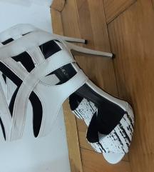 Beli stikli sandali