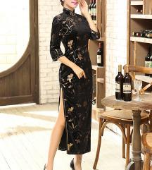 Tradicionalen kineski svecen fustan