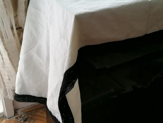 Чаршав за маса од лен со чипка
