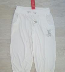 Нови со етикета тричетврт панталони