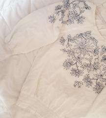 Бохо блуза со везени цветови
