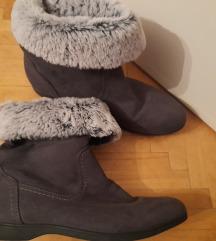Нови чизми број 41