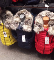 Zenski jakni montki so krzno