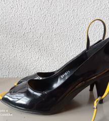 Лаковани сандали
