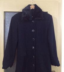 Палто со крзнена јака-600