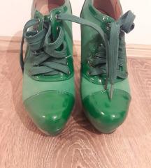 zeleni stikli cizmi