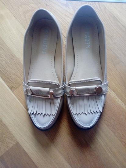 Лаковани крем кондурчиња број 37