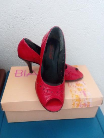 Elegantni crveni