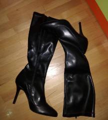 Нови кожни чизми бр 39
